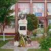 Statuia profesorului Lucian Pavel a fost amplasata in incinta scolii noastre